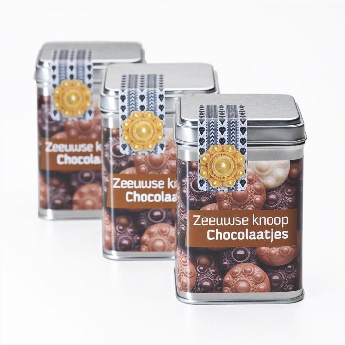Bewaarblikje met Zeeuwse Knoop Chocolaatjes.